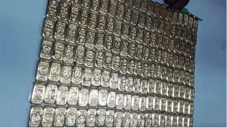 বিমানের সিটের নিচে মিলল ১৬০ সোনার বার